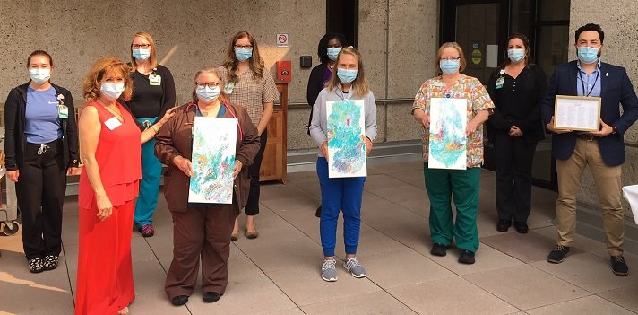 Robin Kasowitz presents art to staff